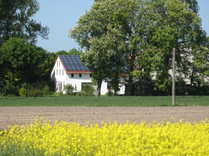 Expanding solar financing to include third-party ownership would allow more houses and farms to host solar arrays. Photo credit Dirk Franke via Wikimedia Commons.